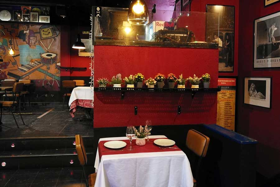 El-Penta-rastaurante-decoración-mesa-2