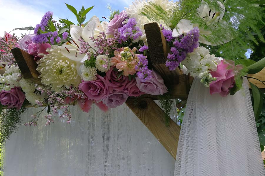 detalle arco nupcial boda en verano